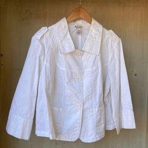 Pretty eyelet embroidered white 3/4 sleeve jacket